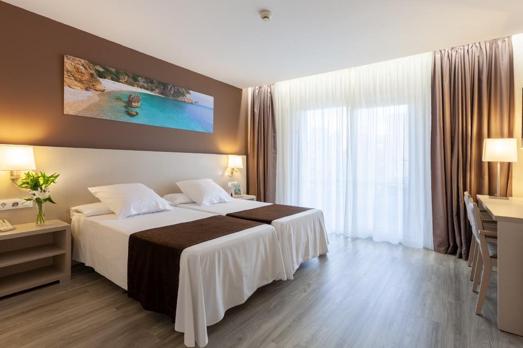 Hoteles Helios habitacion doble dos camas 3