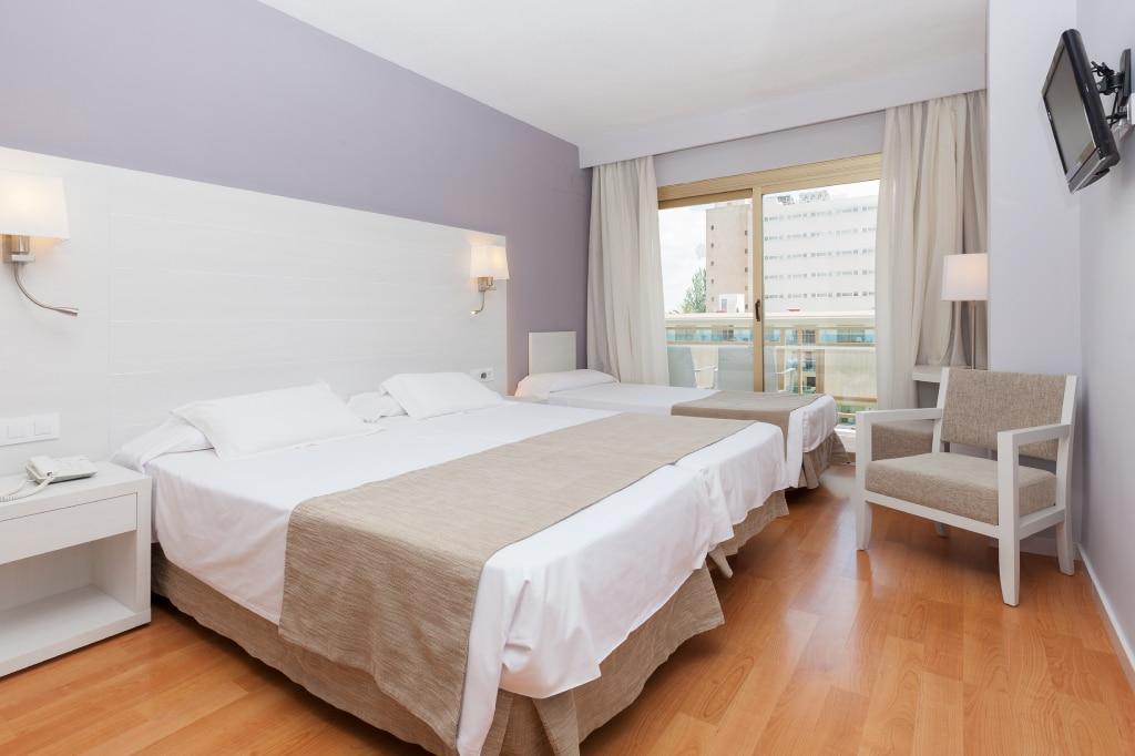 habitacion-vista-piscina-3-camas-2