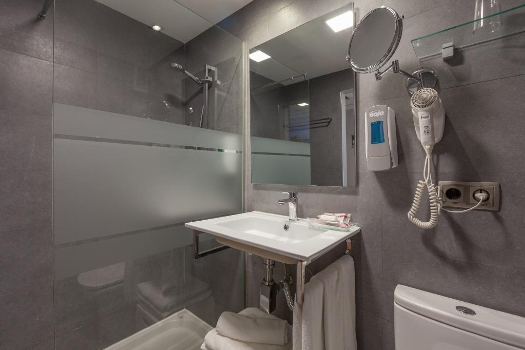 habitacion-vista-piscina-3-camas-4