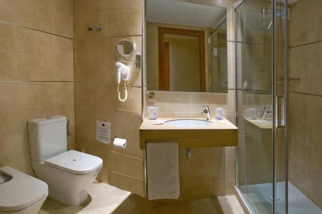 hotel-lloret-hab-premium-bano